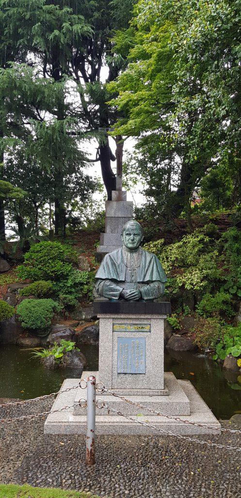 Zwiedzanie Nagasaki - pomnik Jana Pawła II