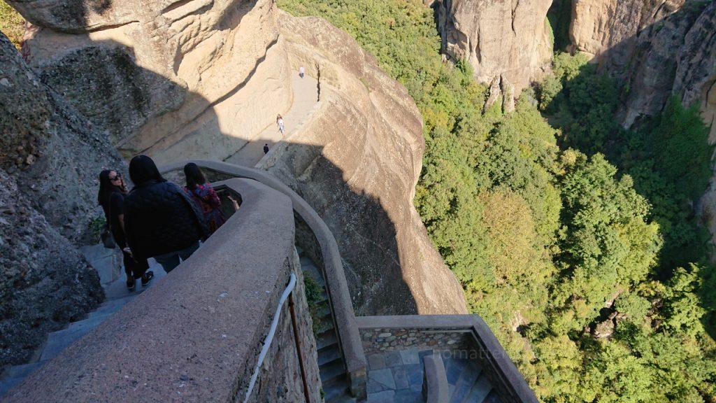 Meteory - przygotowane schody dla pielgrzumów i turystów